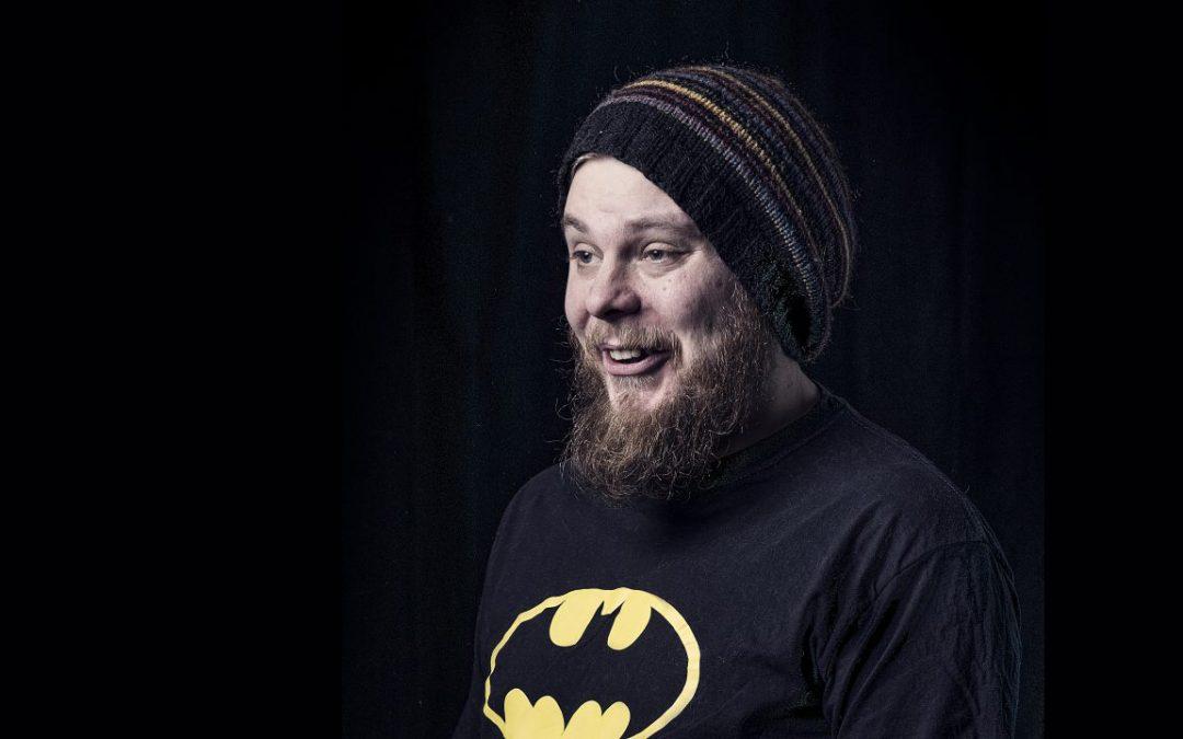 Stand up -koomikko Iikka Kivi haluaa nähdä Sannin hirvipaidassa #kysykoomikolta