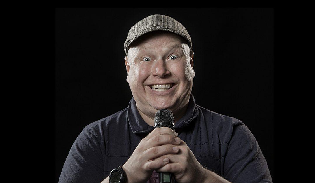 Jaksavatko omat vitsit naurattaa, stand up -koomikko Riku Suokas? #kysykoomikolta